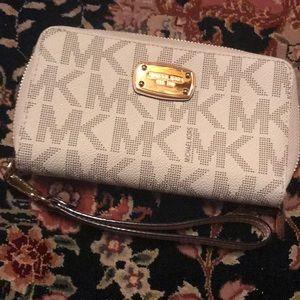Michael Kors Wristet Wallet 💓